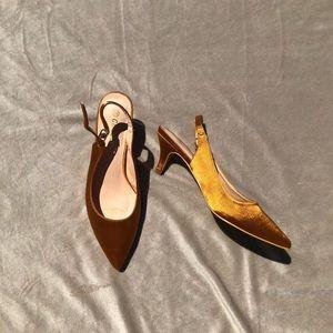 Dark yellow silky COMESHUN kitten heels